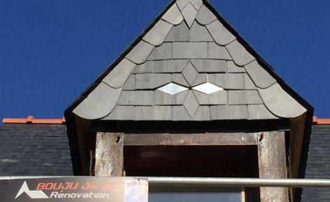 Motif ardoise et zinc – Lucarne Saumur